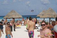 Am Strand laufen viele Bunte Gestalten rum...