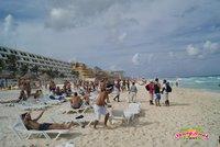 Das Hotel liegt direkt am Strand